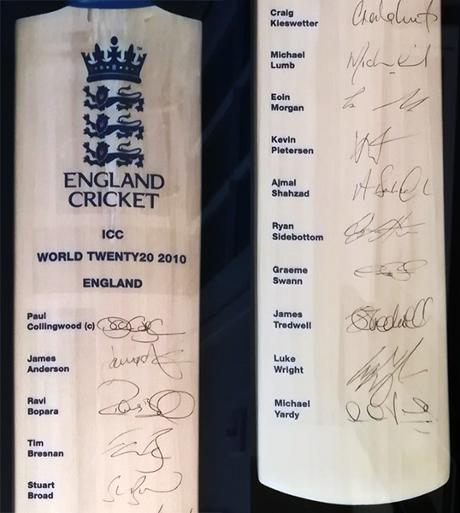 2010-world-T20-champions-england-squad-signed-cricket-bat-kevin-pietersen-autograph-collingwood-lumb-swann-wright-morgan