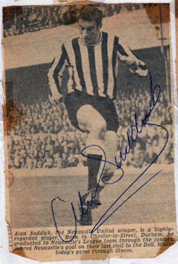 Alan-Suddick-autograph-signed-newcastle-United-Utd-football-memorabilia-signature-nufc