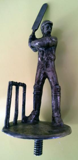 Antique-Metal-cricketing-figure-screw-in-batsman-Lord-Hawke-trophy-bronze-stumps-raised-bat-car-mascot-victorian-victor-trumper-vintage