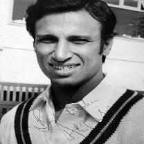Asif-Iqbal-autograph-Kent-cricket-memorabilia-signed-photo-KCCC-Spitfires-Pakistan-Test-match-captain