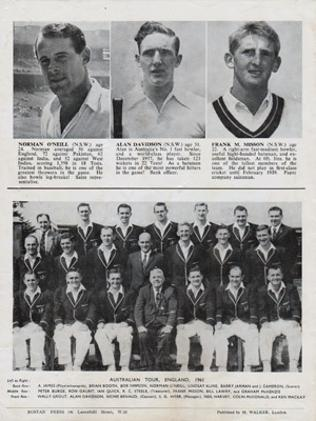 Australia-cricket-memorabilia-1961-tour-england-ashes-souvenir-booklet-richie-benaud-barry-jarman-neil-harvey-graham-mckenzie-bill-lawry-wally-grout-aussie-team