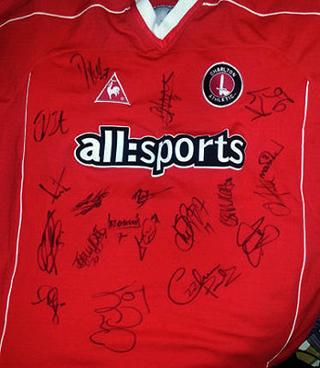 CHARLTON ATHLETIC shirt signed by 2005 squad.