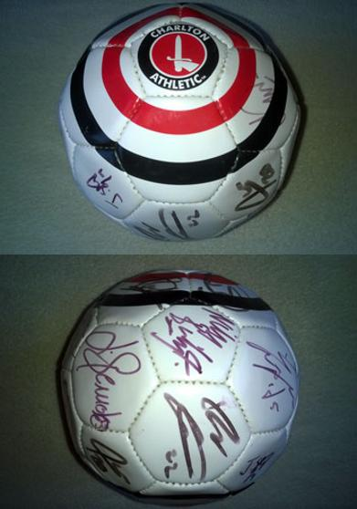 CHARLTON ATHLETIC FC Official CAFC soccer ball signed by the 2006-07 squad football memorabilia