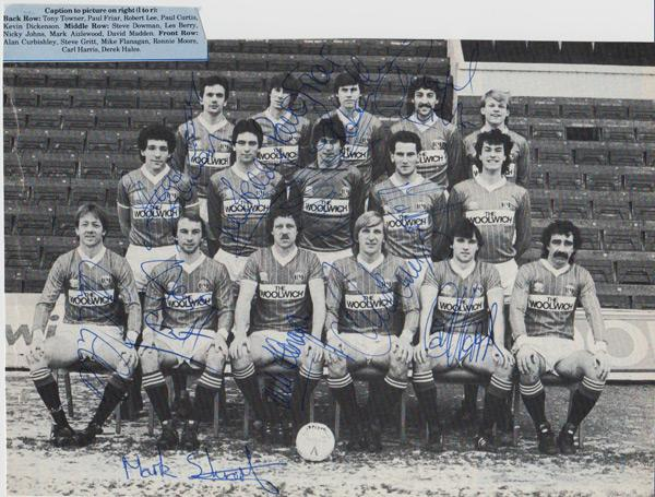 Charlton-Athletic-football-memorabilia-CAFC-signed-team-photo-autograph-1984-The-Valley-Alan-Curbishley-Gritt-Johns-Berry-Aizlewood-Flanagan-Stuart