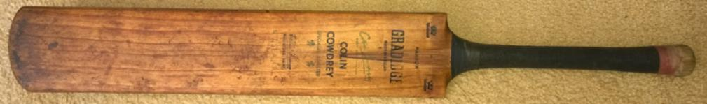 Colin-Cowdrey-autograph-signed-Kent-cricket-memorabilia-Gradidge-cricket-bat-harrow-KCCC-handle-willow