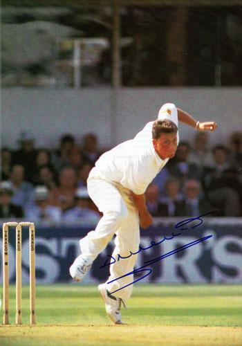 DARREN-GOUGH-Yorks-CCC-England-signed-Test-Match-bowling-photo-cricket-memorabilia-350