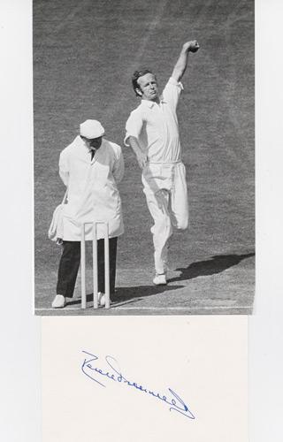 DEREK-UNDERWOOD-autograph-signed-Kent-cricket-memorabilia-England-test-cricket-memorabilia-Deadly-Derek-KCCC