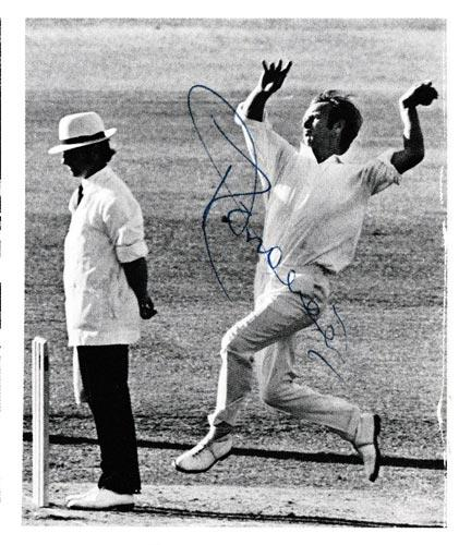 Derek-Underwood-autograph-signed-kent-cricket-memorabilia-england-ashes-test-match-spinner-deadly-kccc-bowling