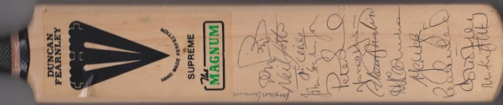 Essex-cricket-memorabilia-squad-signed-magnum-bat-1990s-mark-waugh-autograph-nasser-hussain-nick-knight-foster-dewrek-pringle-topley-eccc-prichard-such-childs