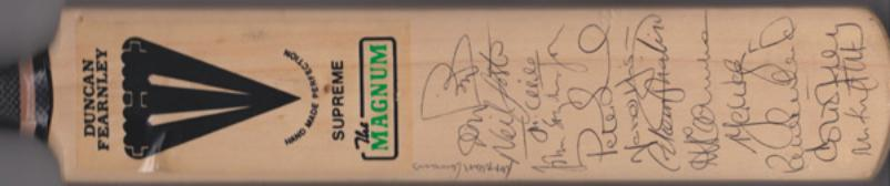 Essex-cricket-memorabilia-squad-signed-magnum-bat-1990s-mark-waugh-autograph-nasser-hussain-nick-knight-derek-pringle-foster-topley-eccc-prichard-such-childs