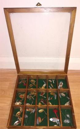 Fishing-memorabilia-vintage-pike-perch-plugs-spoons-spinners-spinning-lures-display-box--france-french-devon-minnow-coarse-fish-angling
