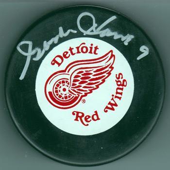 eba007074 GORDIE-HOWE-memorabilia-signed-puck-Detroit-Red-Wings-