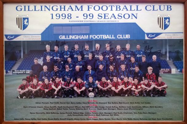 Gillingham-Football-memorabilia-signed-1998-1999-team photo-tony pulis autograph-The-Gills-Priestfield-Stadium-FC-soccer-memorabilia paul scally andy hessenthaler