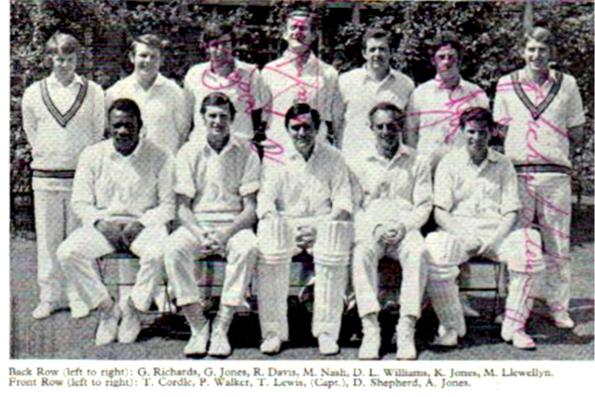 Glamorgan-cricket-memorabilia-signed-team-photo-Malcolm-Nash-autograph-Roy-Fredericks-autograph-Tony-Lewis-Peter-Walker-Tony-Cordle-Don-Shepherd-1970s