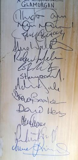 Glamorgan-cricket-memorabilia-squad-signed-bat-1993-axa-sunday-league-match-viv-richards-autograph-steve-james-watkins-matthew-maynard-robert-croft-dragons