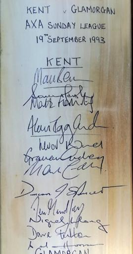 Glamorgan-cricket-memorabilia-squad-signed-bat-1993-kent-spitfires-kccc-axa-sunday-league-match-viv-richards-autograph-carl-hooper-duncan-spencer-cowdrey