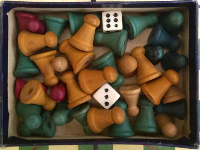 Ho-Mo-Football-the-new-soccer-game-vintage-table-dice-skill-tactics-box-1930-playing-pieces