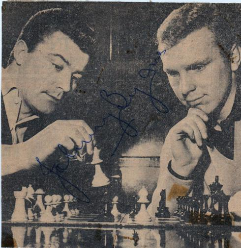 John-Byrne-signed-West-Ham-football-memorabilia-Bobby-Moore-autograph-England-world-cup-1966-captain-chess