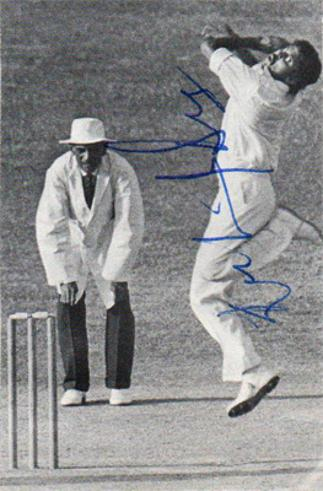 Kapil-Dev-autograph-signed-India-cricket-memorabilia-indian-captain-1983-world-cup-winners-northants-ccc-worcs-haryana-nikhanj-signature-all-rounder-cricketer