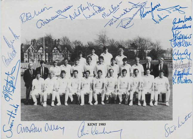 Kent-CCC-1985-signed-cricket-memorabilia-team-photo-Luckhurst-Dilley-Knott-Tavare-Cowdrey-Underwood-Ealham-autograph-goodwin-sands-postcard