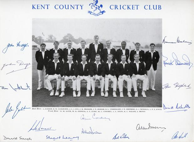 Kent-CCC-cricket-memorabilia-signed-1960s-team-photo-Cowdrey-Ealham-Underwood-Knott-Woolmer-Shepherd-Graham-Dixon-Leary-Luckhurst-Denness-Dye-autograph