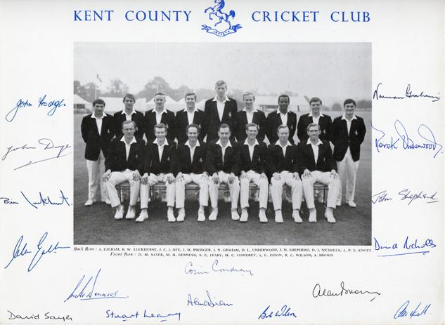Kent-CCC-cricket-memorabilia-signed-1960s-team-photo-Colin-Cowdrey-Ealham-Underwood-Knott-Woolmer-Shepherd-Graham-Dixon-Leary-Luckhurst-Denness-Dye-autograph