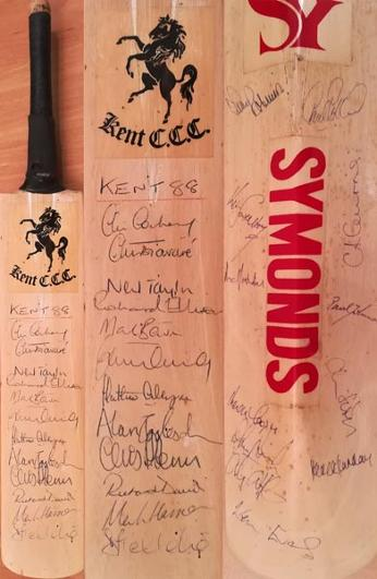 Kent-cricket-memorabilia-1988-squad-signed-mini-bat-Chris-Cowdrey-autograph-Tavare-Alan-igglesden-Mark-benson-neil-taylor-fleming-ellison-marsh-kccc-notts-ccc