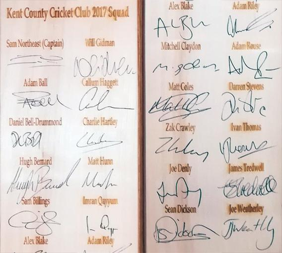 Kent-cricket-memorabilia-2017-squad-signed-cricket-bat-sam-northeast-billings-daniel-bell-drummond-joe-denly-darren-stevens-alex-blake-coles-claydon-kccc-autographs