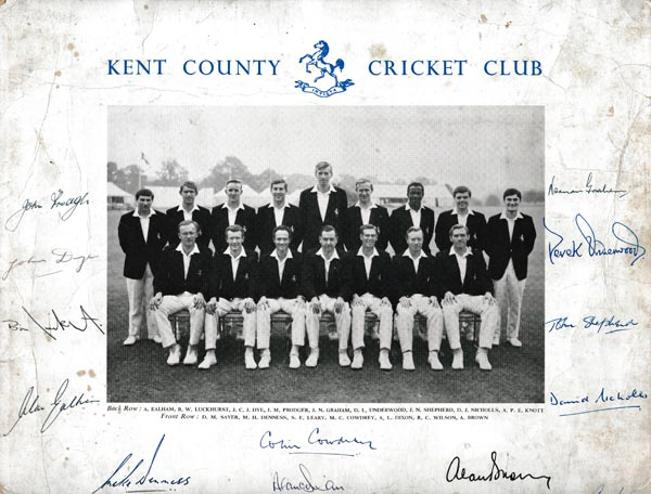 Kent-cricket-memorabilia-signed-1960s-team-photo-squad-colin-cowdrey-autograph-denness-knott-luckhurst-kccc-signatures