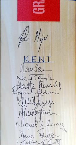Kent-cricket-memorabilia-squad-signed-bat-kccc-ccc-2000-carl-hooper-john-major-autograph-mark-benson-alan-igglesden-marsh-taylor-ellison-dave-fulton