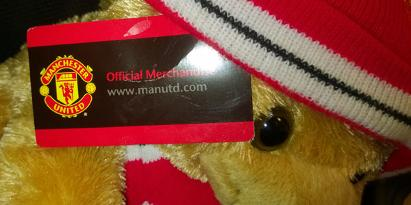 Manchester-United-memorabilia-official-teddy-bear-hat-scarf-tags-embroidered-logo-30-cms-Man-Utd-football-memorabilia