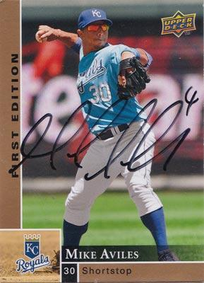 Mike-Aviles-autograph-signed-Kansas-City-Royals-baseball-memorabilia-shortstop 2009-upper-deck-trading-card-first-edition