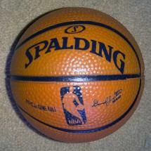NBA-Basketball-memorabilia-ball-spalding-signed-collectables-NCAA-hoops