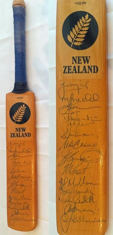 New-Zealand-cricket-memorabilia-signed-1990-mini-bat--richard-hadleee-autograph-martin-crowe-rutherford-greatbatch-morrison-bracewell-john-wright-nz-kiwi