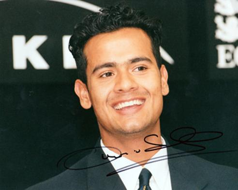 Owais-Shah-autograph-Middlesex-cricket-memorabilia-signed-England-under-19-portrait-photo-u19-teenager-middx-ccc