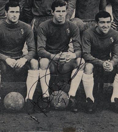 PETER-OSGOOD-signed-Chelsea-football-memorabilia-1965-team-photo-autograph-Blues-Stamford-Bridge-ossie-Venables-graham-500.jpg.opt385x430o0%2C0s385x430.jpg