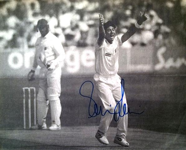 RONNIE-IRANI-autograph-signed-Essex-cricket-memorabilia-newspaper-pic-autograph-England