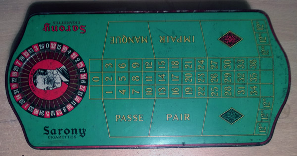 Sarony-Cigarettes-Roulette-Tin-Box-Lid-Antique-Vintage-1930s-Casino-Games-Sports-Memorabilia-Novelty-advertising-collectable-rare-green-Nicolas-Sarny-litho-art-deco