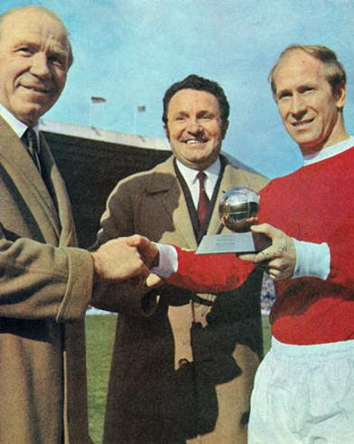 Sir-Bobby-Charlton-Man-Utd-signed-Golden-Ball-football-mag-pic autograph Matt Busby Old Trafford
