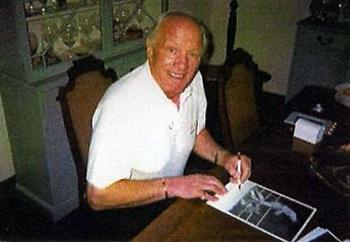 Sir Henry Cooper signing Muhammad Ali knock down boxing photo photo autograph