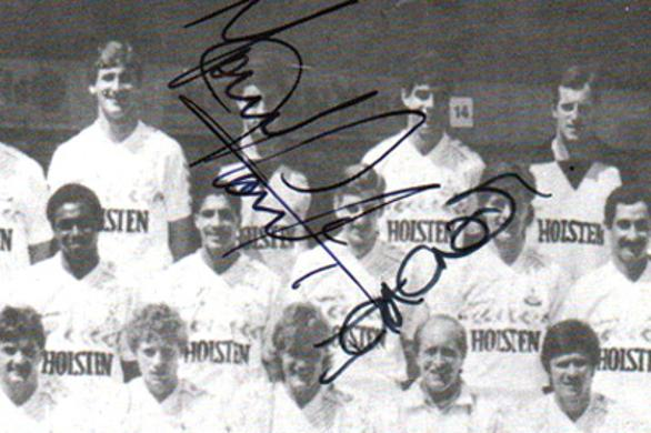 Tottenham-hotspur-football-memorabilia-1986-London-6-a-side-indoor-soccer-championships-programme-signed-Spurs-tony-parks-ian-crooks