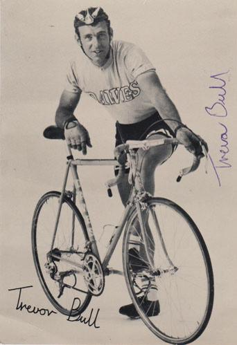 Trevor-Bull-autograph-signed-cycling-memorabilia-postcard-national-sprint-champion-1975
