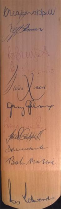 australia-cricket-memorabilia-autograph-signed-bat-greg-chappell-david-hookes-jeff-thomson-doug-walters-trevor-bob-massie-ross-edwards-gary-gilmour-redpath-bright-rixon
