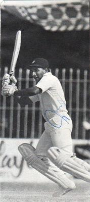 sunil-gavaskar-autograph-signed-India-cricket-memorabilia-indian-captain-opening-batsman-sunny-signature